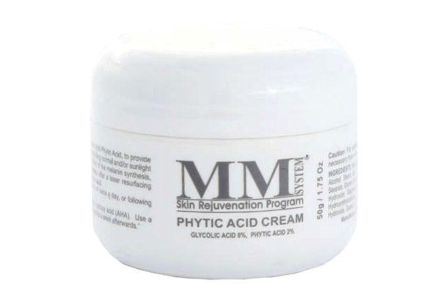 Mene & Moy Phytic Acid Cream je kremasta hidratantna formulacija koja se koristi za stabiliziranje melanocita u nepravilno pigmentiranoj koži i poboljšanje teksture. Sadrži 8% glikolne kiseline i 2% fitinske kiseline (fitinska kiselina). Utječe na sintezu kolagena i elastina, homogeniziranje sinteze melanina i ton kože, čineći ga ujednačenijim