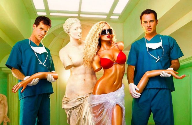 Prod DB © Warner Bros. TV/ DR NIP/TUCK (NIP TUCK) serie TV creee par Ryan Murphy 2003 USA visuel d'affiche de la saison 4 avec Dylan Walsh et Julian McMahon chirurgie esthetique, chirurgiens, mannequin Photo de David LaChaplle, Image: 174102042, License: Rights-managed, Restrictions: NO RESTRICTION, Model Release: no, Credit line: Profimedia, Visual movies