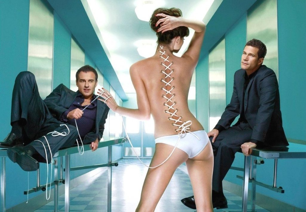 Prod DB © Warner Bros. TV/ DR NIP/TUCK (NIP TUCK) serie TV creee par Ryan Murphy 2003 USA visuel d'affiche de la saison 6 avec Julian McMahon et Dylan Walsh chirurgie esthetique, chirurgiens, mannequin, Image: 174102045, License: Rights-managed, Restrictions: NO RESTRICTION, Model Release: no, Credit line: Profimedia, Visual movies