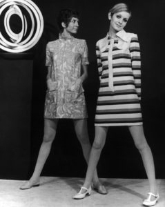 D 102680-13 LL.97-03 Twiggy. . British actress and 1960s iconic model Twiggy (born Lesley Hornby 19 September 1949), right, pictured modelling the mini dress in 1966., Image: 223273329, License: Rights-managed, Restrictions: , Model Release: no, Credit line: Profimedia, TEMP Camerapress