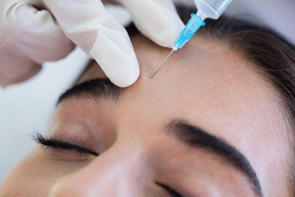 Woman receiving botox injection at spa, Image: 279996003, License: Royalty-free, Restrictions: , Model Release: yes, Credit line: Profimedia, Wavebreak