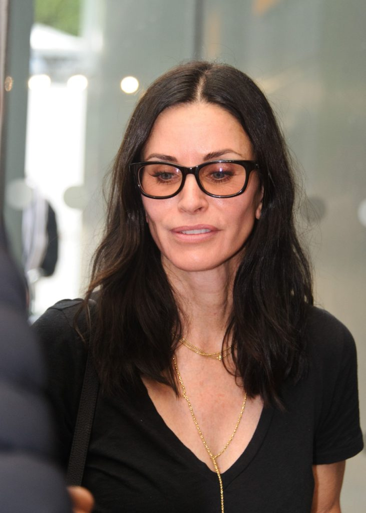 20.August.2016 - London - UK Courteney Cox flies into London's Heathrow Airport from Los Angeles. The American actress was all smiles as she posed to take a few selfies with the fans., Image: 297625647, License: Rights-managed, Restrictions: ***UK CLIENTS - PICTURES CONTAINING CHILDREN PLEASE PIXELATE FACE PRIOR TO PUBLICATION *** UK CLIENTS MUST CALL PRIOR TO TV OR ONLINE USAGE PLEASE TELEPHONE 0208 344 2007**, Model Release: no, Credit line: Profimedia, Xposurephotos