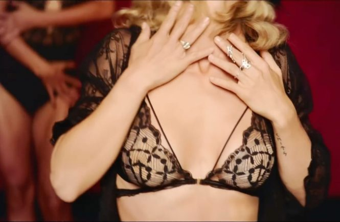 Stunning actress Elsa sizzles for lingerie commercial