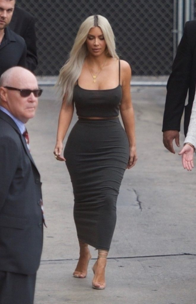 Hollywood, CA - Kim Kardashian is spotted arriving for an appearance on 'Jimmy Kimmel Live!' in Hollywood. Kim waves to her fans as she makes her way inside looking a little chilly. Pictured: Kim Kardashian BACKGRID USA 2 NOVEMBER 2017, Image: 354488168, License: Rights-managed, Restrictions: , Model Release: no, Credit line: Profimedia, AKM-GSI