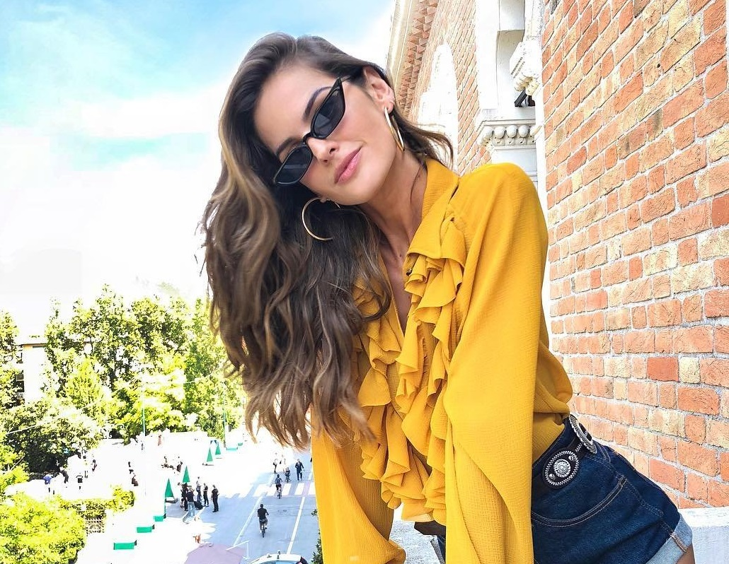 Izabel Goulart has posted a photo on Instagram with the following remarks: Buongiorno Venezia! I will be hitting the red carpet in few hours! Can you guess what will I be wearing? Hint: Keep an eye on my Insta Stories ???? Bom dia ! Em algumas horas estarei no Red Carpet aqui no Festival de Veneza! O que vocs acham que eu vou usar? Fiquem de olho no meu stories ???? #Italy #Venice #VeniceFilmFestival #Venezia75 Twitter, 2018-08-29 14:47:17. Photo supplied by insight media. Service fee applies. NICHT ZUR VERÖFFENTLICHUNG IN BÜCHERN UND BILDBÄNDEN! EDITORIAL USE ONLY! / MAY NOT BE PUBLISHED IN BOOKS AND ILLUSTRATED BOOKS! Please note: Fees charged by the agency are for the agency's services only, and do not, nor are they intended to, convey to the user any ownership of Copyright or License in the material. The agency does not claim any ownership including but not limited to Copyright or License in the attached material. By publishing this material you expressly agree to indemnify and to hold the agency and its directors, shareholders and employees harmless from any loss, claims, damages, demands, expenses (including legal fees), or any causes of action or allegation against the agency arising out of or connected in any way with publication of the material., Image: 384498693, License: Rights-managed, Restrictions: NICHT ZUR VERÖFFENTLICHUNG IN BÜCHERN UND BILDBÄNDEN! Please note additional conditions in the caption, Model Release: no, Credit line: Profimedia, Insight Media
