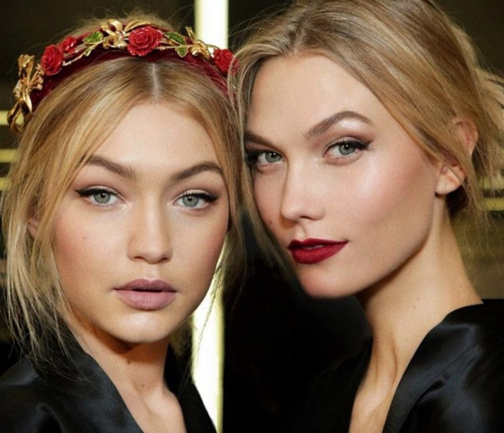 So huebsch und so aehnlich. Man koennte denken, dass die Models Gigi Hadid und Karlie Kloss Geschwister sind. Sind sie aber nicht. Jedenfalls nicht blutsverwandt. Aber im Herzen sind die beiden Freundinnen Schwestern. // So beautiful and so much alike. You could think Gigi Hadid and Karlie Kloss are siblings. But they aren't, at least not by blood, certainly in their hearts., Image: 223324444, License: Rights-managed, Restrictions: , Model Release: no, Credit line: Profimedia, Face To Face A