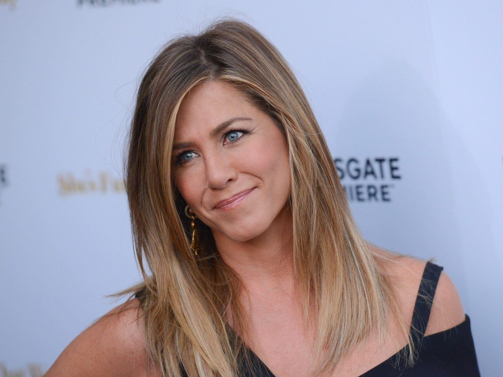 Jennifer Aniston walks her first Red Carpet post-honeymoon **USA, Australia, New Zealand ONLY**