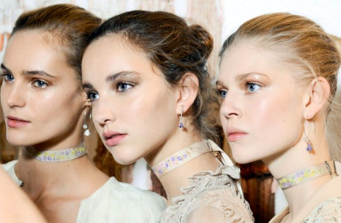 Sept. 25, 2015 - Milan, ITALY - Etro. BEAUTY FASHION, MODEL ON BACKSTAGE, MILAN FASHION WEEK 2016 WOMEN READY TO WEAR FOR SPRING SUMMER, RTW, PRET A PORTER, FR�œHLING FRUEHLING SOMMER, MAILAND, MILANO.MILPAPSS16BACK, Image: 263504259, License: Rights-managed, Restrictions: * Austria Rights Out *, Model Release: no, Credit line: Profimedia, Zuma Press - Archives