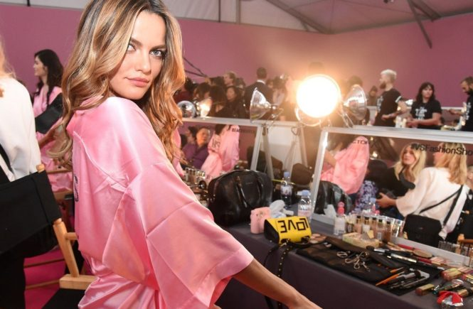 November 30 2016, Paris Model Barbara Fialho backstage prior to the 2016 Victoria's Secret Runway Show on November 30 2016 in Paris, France By Line: Alain Benainous/ACE Pictures ACE Pictures Inc Tel: 6467670430 Email: info@acepixs.com, Image: 307094071, License: Rights-managed, Restrictions: , Model Release: no, Credit line: Profimedia, Acepixs