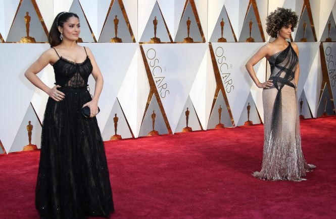Feb 26, 2017; Hollywood, CA, USA; Salma Hayek (L) and Halle Berry on the red carpet during the 89th Academy Awards at Dolby Theatre., Image: 322535096, License: Rights-managed, Restrictions: *** World Rights ***, Model Release: no, Credit line: Profimedia, SIPA USA