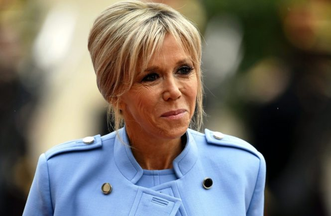 POLITIQUE - CEREMONIE D'INSTALLATION ET D'INVESTITURE DU PRESIDENT DE LA REPUBLIQUE - PASSATION DES POUVOIRS - HOLLANDE - MACRON - VEME REPUBLIQUE. Paris 14 mai 2017. Arrivée de la première Dame Brigitte MACRON (née TORGNEUX) dans la cour du palais de l'Elysée. PHOTO . - The official French presidential handover ceremony at the Elysee Palace in Paris on May 13, 2017., Image: 332301604, License: Rights-managed, Restrictions: , Model Release: no, Credit line: Profimedia, MAXPPP