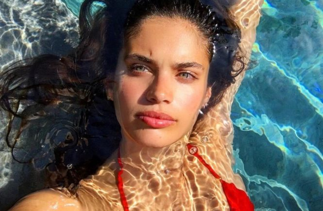 "Sara Sampaio (sarasampaio / 14.07.2017): ""One week till vacay and my bday, Image: 342310245, License: Rights-managed, Restrictions: , Model Release: no, Credit line: Profimedia, Face To Face A"