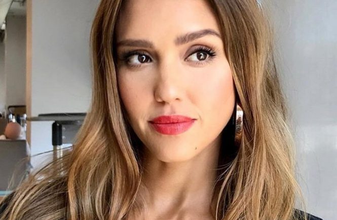 "Jessica Alba releases a photo on Instagram with the following caption: ""Our @allure Best of Beauty Aaward winning Lip Crayon! ud83dudc8b#Repost @kiranasratnA burst of color on the lip is always a good idea! ud83dudca5ud83dudd8dud83dudc8b Major BOSS babe @jessicaalba wearing one of my current favorites--u003e Coral Kiss by @honest_beauty #MakeupByKiraNasrat u2022 #Hair @chadwoodhair #honestbeauty #JessicaAlba""., Image: 345419351, License: Rights-managed, Restrictions: *** No USA Distribution *** For Editorial Use Only *** Not to be Published in Books or Photo Books *** Handling Fee Only ***, Model Release: no, Credit line: Profimedia, SIPA USA"