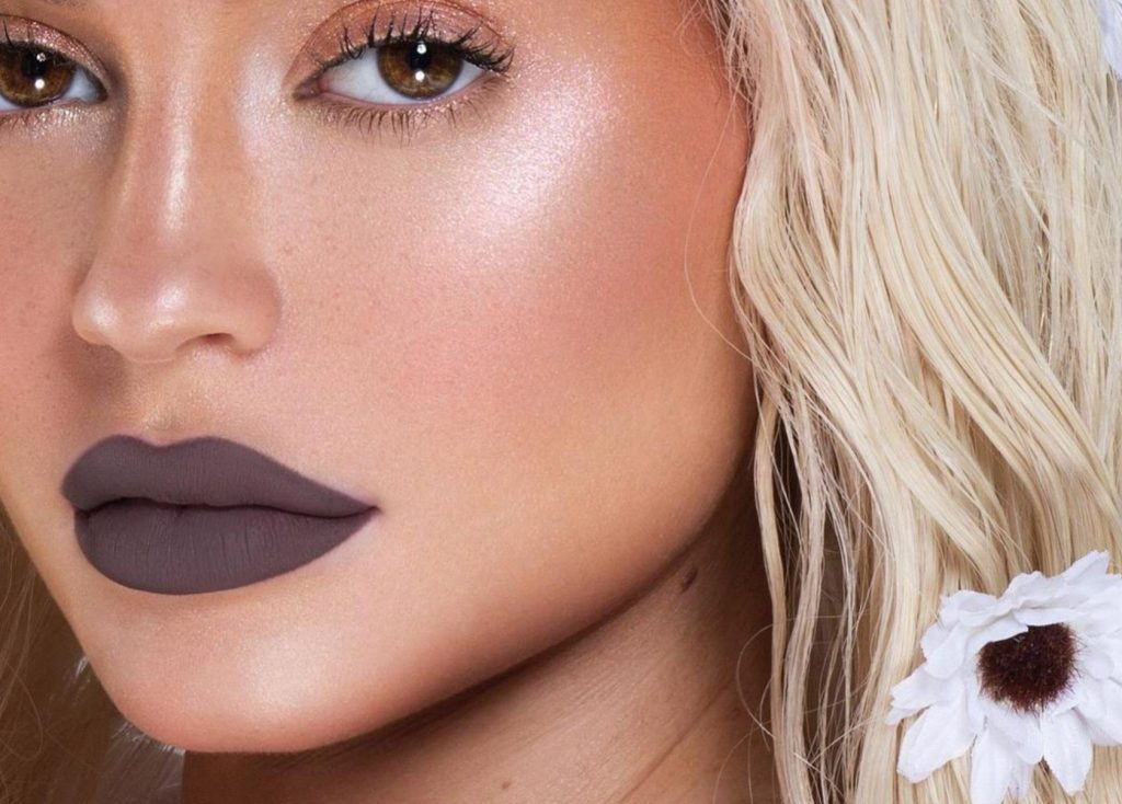 """Kylie Jenner (kyliejenner / 15.09.2017): """"3 New Mattes Launch TODAY at 3pm pst only on KylieCosmetics.com @kyliecosmetics MINK PENELOPE BUBBLE, Image: 349727593, License: Rights-managed, Restrictions: , Model Release: no, Credit line: Profimedia, Face To Face A"""