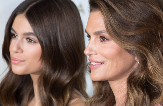 Kaia Gerber, Cindy Crawford a Her Time Omega Photocall pendant la Fashion Week de Paris pręt a porter féminin printemps / été 2018 le 29 septembre, 2017 a Paris, France. Kaia Gerber, Cindy Crawford attends'Her Time' Omega Photocall as part of the Paris Fashion Week Womenswear Spring/Summer 2018 on September 29, 2017 in Paris, France, Image: 351008387, License: Rights-managed, Restrictions: , Model Release: no, Credit line: Profimedia, KCS Presse
