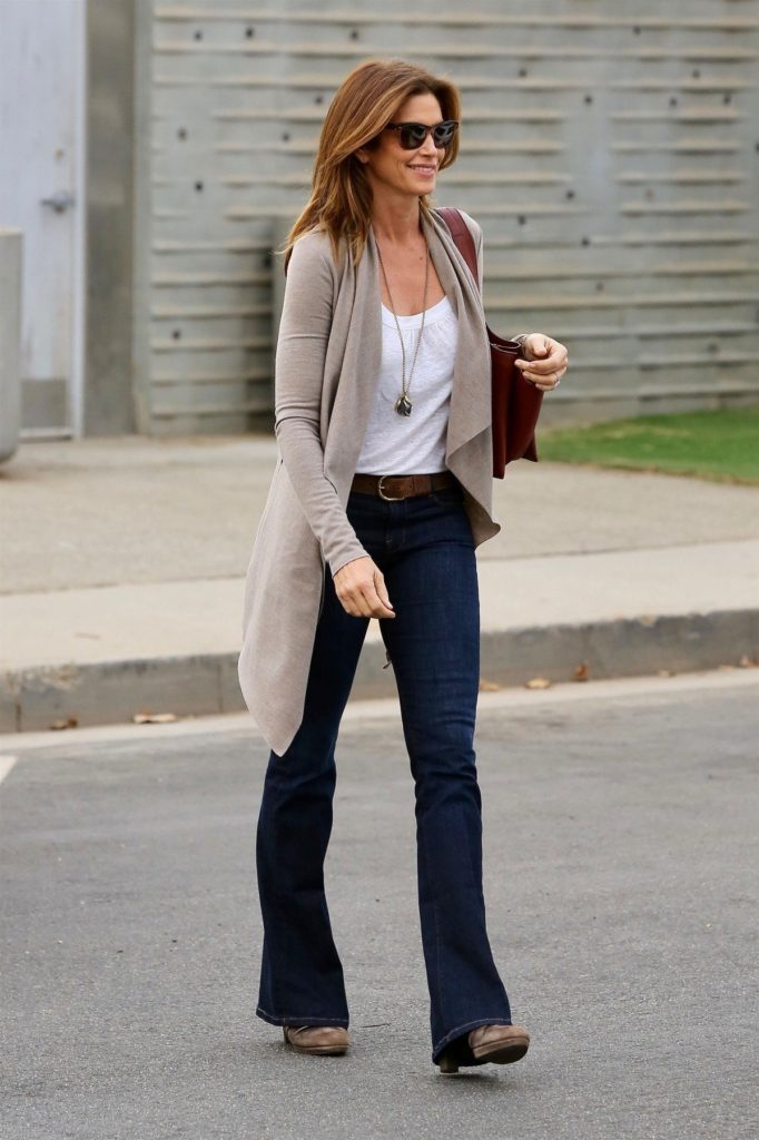 Santa Monica, CA - *EXCLUSIVE* - Model Cindy Crawford is spotted out looking stylish while running errands in Santa Monica. Cindy has recently denied a story where someone had claimed that she told her daughter Kaia Gerger to stay away from Kendall Jenner because she is a bad influence. Pictured: Cindy Crawford BACKGRID USA 30 OCTOBER 2017, Image: 354263283, License: Rights-managed, Restrictions: , Model Release: no, Credit line: Profimedia, AKM-GSI