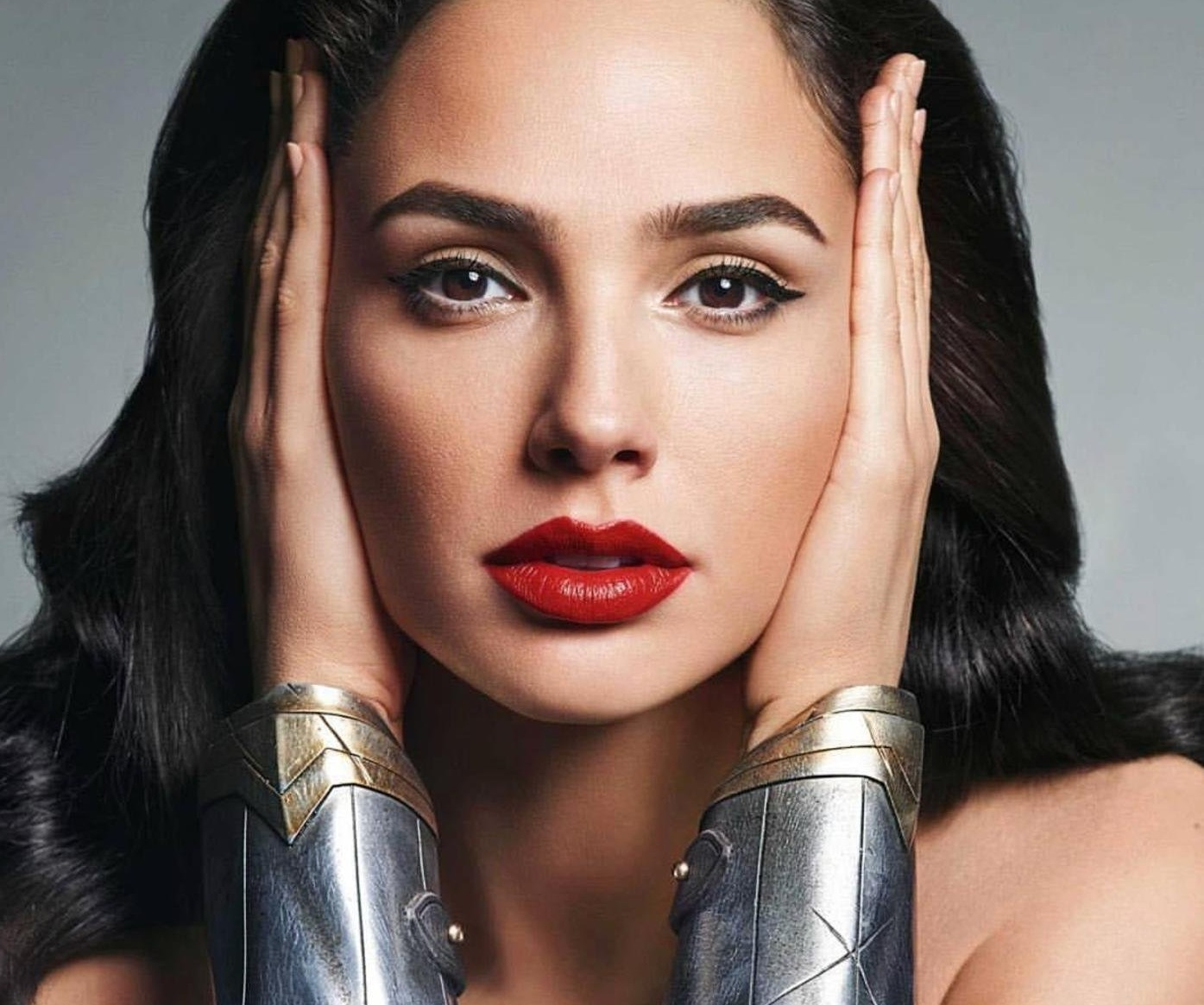 """Gal Gadot (gal_gadot / 30.11.2017): """"Hello Everyone! Im coming to Long Island, NY December 9 & 10 to meet you @acecomiccon #ad! I am so excited to see you, and be reunited with some of the #JusticeLeague as @henrycavill, @prideofgypsies, @rehsifyar, #EzraMiller, & #CiarnHinds are coming too! For tickets and more info, check out www.aceuniverse.com. I hope you can make it!, Image: 356558791, License: Rights-managed, Restrictions: , Model Release: no, Credit line: Profimedia, Face To Face A"""