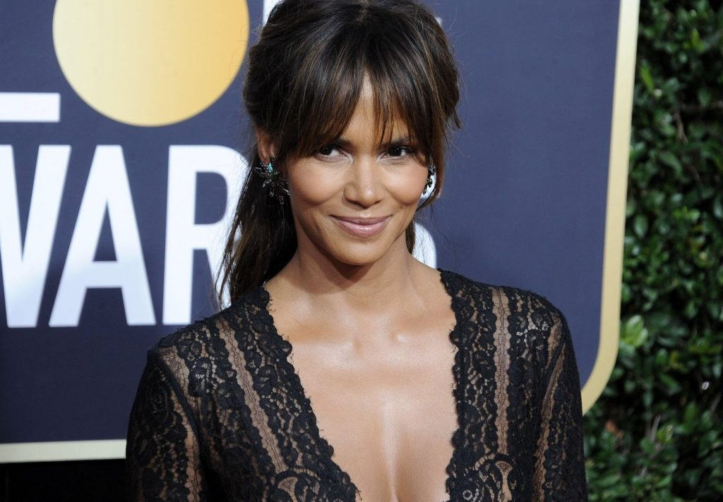 Halle Berry at arrivals for 75th Annual Golden Globe Awards - Arrivals, The Beverly Hilton Hotel, Beverly Hills, CA January 7, 2018., Image: 359522573, License: Rights-managed, Restrictions: For usage credit please use; Dee Cercone/Everett Collection, Model Release: no, Credit line: Profimedia, Everett