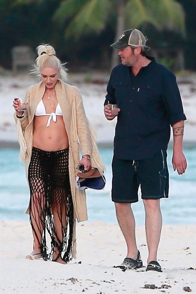 *PREMIUM-EXCLUSIVE* ** RIGHTS: WORLDWIDE EXCEPT IN ITALY ** Playa del Carmen, MEXICO - Superstar couple Gwen Stefani and Blake Shelton were spotted enjoying a relaxing holiday with fellow country singer Luke Bryan and friends in Playa del Carmen, Mexico. Gwen flaunted her toned beach bod in a white bikini as the two sipped drinks during their beachside stroll. Blake and Gwen bump into Luke Bryan on the beach and Blake kisses him on the cheek in front of the cameras. Shot on 01/18/18. Pictured: Gwen Stefani, Blake Shelton *UK Clients - Pictures Containing Children Please Pixelate Face Prior To Publication*, Image: 360768042, License: Rights-managed, Restrictions: , Model Release: no, Credit line: Profimedia, AKM-GSI