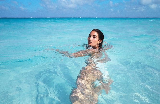 "Lily Aldridge releases a photo on Instagram with the following caption: ""Headed to warmer weather u2708ufe0f""., Image: 366365961, License: Rights-managed, Restrictions: *** No USA Distribution *** For Editorial Use Only *** Not to be Published in Books or Photo Books *** Handling Fee Only ***, Model Release: no, Credit line: Profimedia, SIPA USA"