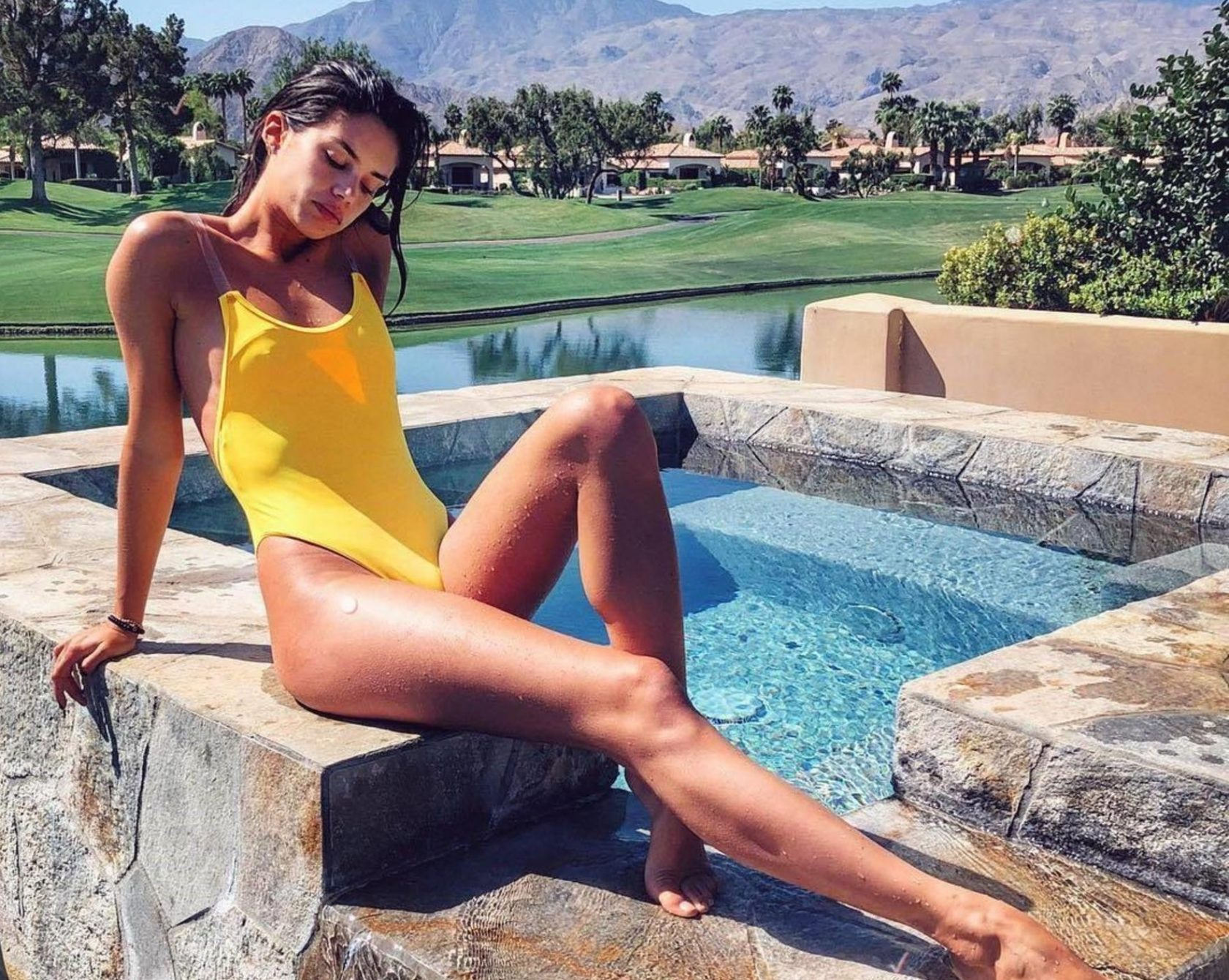 """Sara Sampaio (sarasampaio / 19.04.2018): Avoiding the cold at all costs! """""""", Image: 369123154, License: Rights-managed, Restrictions: , Model Release: no, Credit line: Profimedia, Face To Face A"""