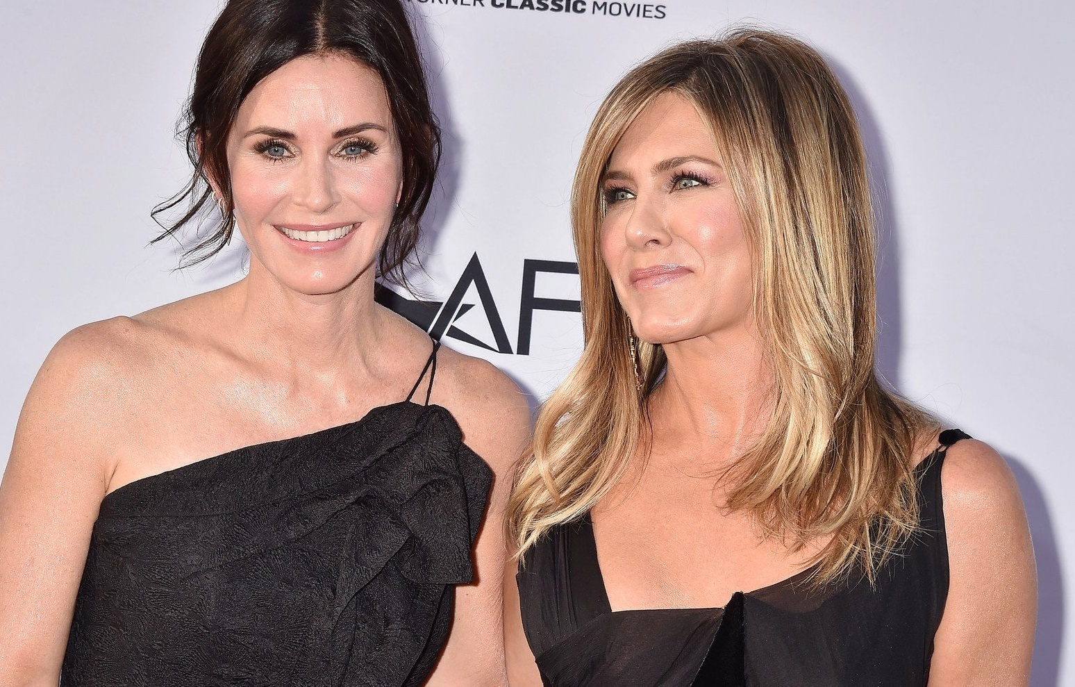 HOLLYWOOD, CA - JUNE 07: Courtney Cox (L) and Jennifer Aniston arrive at the American Film Institute's 46th Life Achievement Award Gala Tribute To George Clooney at the Dolby Theatre on June 7, 2018 in Hollywood, California. © Joe Sutter, PacificCoastNews. Los Angeles Office (PCN): +1 310.822.0419 UK Office (Photoshot): +44 (0) 20 7421 6000 sales@pacificcoastnews.com FEE MUST BE AGREED PRIOR TO USAGE