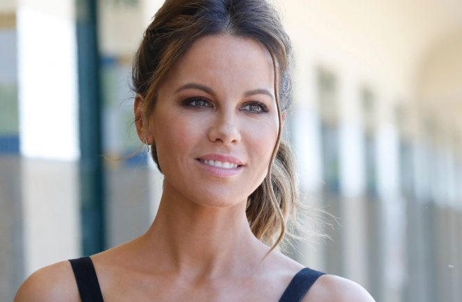 Kate Beckinsale poses during the unveiling of his dedicated beach locker room on the Promenade des Planches during the 44th Deauville US Film Festival on September 2, 2018 in Deauville.