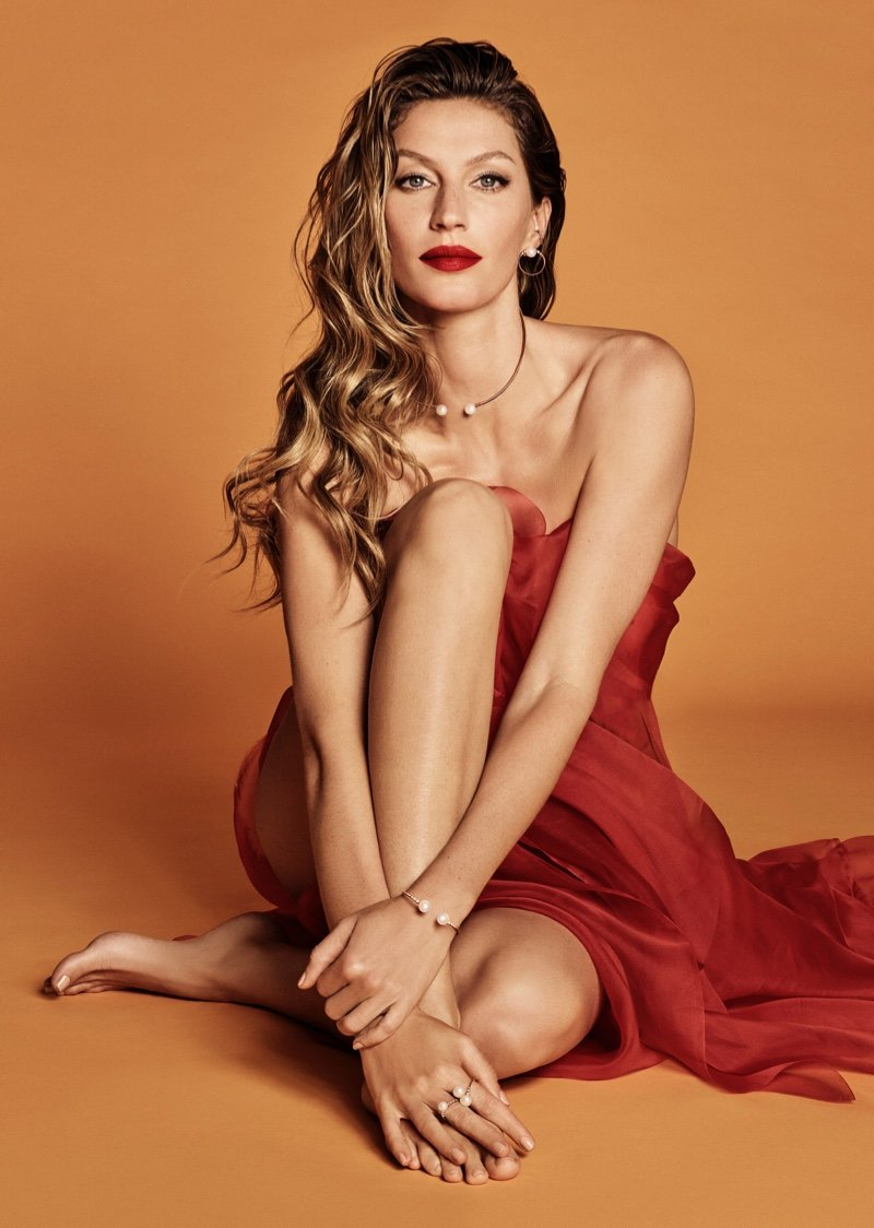 Non Exclusive: Celebrating the holiday season, Brazilian jewelry brand Vivara taps Gisele Bundchen for its Christmas 2018 campaign. Captured by Luigi & Iango, the supermodel shows off her famous figure while covered up with red fabric and little else. Styled by Patti Wilson, Gisele wears gold and silver jewelry in sleek silhouettes. For beauty, hair stylist Luigi Murenu creates her polished coif with Daniel Hernandez on makeup. ------- DISCLAIMER: BEEM does not claim any Copyright or License in the attached material. Any downloading fees charged by BEEM are for BEEM's services only, and do not, nor are they intented to, convey to the user any Copyright or License in the material. By publshing this material, the user expressly agrees to indemnify and to hold BEEM harmless from any claims, demands, or causes of action arising out of or connected in any way with user's publication of the material., Image: 400075752, License: Rights-managed, Restrictions: MANDATORY CREDIT OR DOUBLE FEE WILL BE CHARGED, Model Release: no, Credit line: Profimedia, Beem