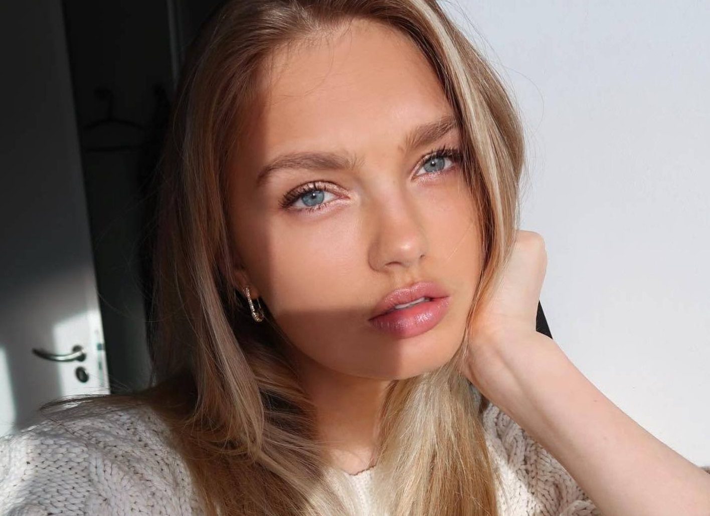 "Romee Strijd (romeestrijd / 01.03.2019): Thinking of what our next Youtube video should be Missed you guys!"", Image: 416718421, License: Rights-managed, Restrictions: , Model Release: no, Credit line: Profimedia, Face To Face A"